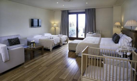 Suites y habitaciones de lujo en barcelona gran hotel la for Alojamiento estancia 25m2